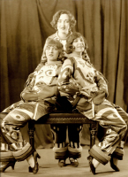 1925 Girlfriends on Stage