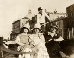 1921 Girlfriends in Venice